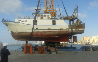 Recuperato il peschereccio affondato nel porto di Trapani