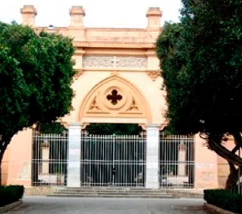Salme non seppellite al cimitero: botta e risposta tra Sturiano e Baiata