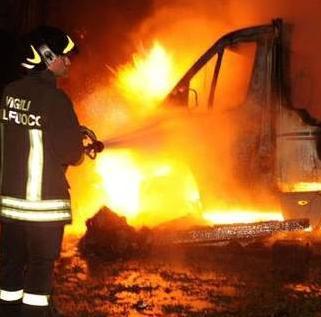 Oltre dieci ore di incendi nelle campagne di Scacciaiazzo