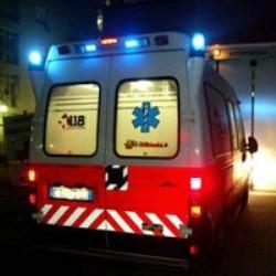 Si scontrano due auto in pieno centro: 4 i feriti