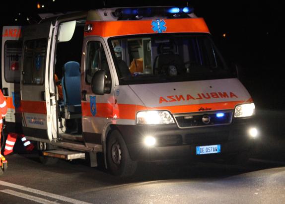 L'auto si ribalta, lievi ferite per tre giovani marsalesi