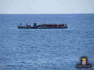 Da Pantelleria viveri di prima necessità ai 526 migranti soccorsi ieri a nord delle coste libiche