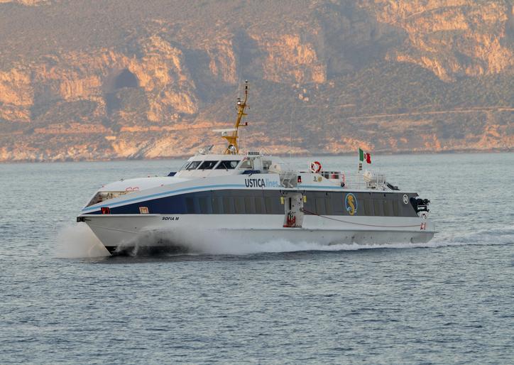 """Ustica Lines conferma: """"dal 7 maggio sospenderemo i collegamenti"""". I sindaci delle isole chiedono di incontrare Crocetta"""