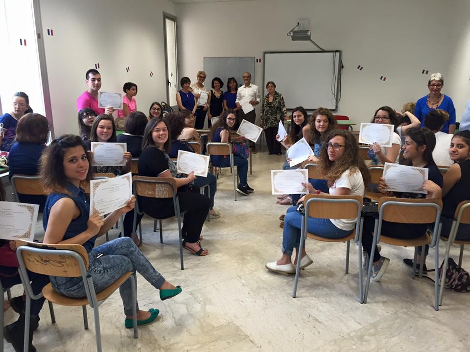 """Al Liceo """"Pascasino"""" cerimonia di consegna dei diplomi AMOPA per 39 alunni che si sono distinti nelle discipline della lingua francese"""