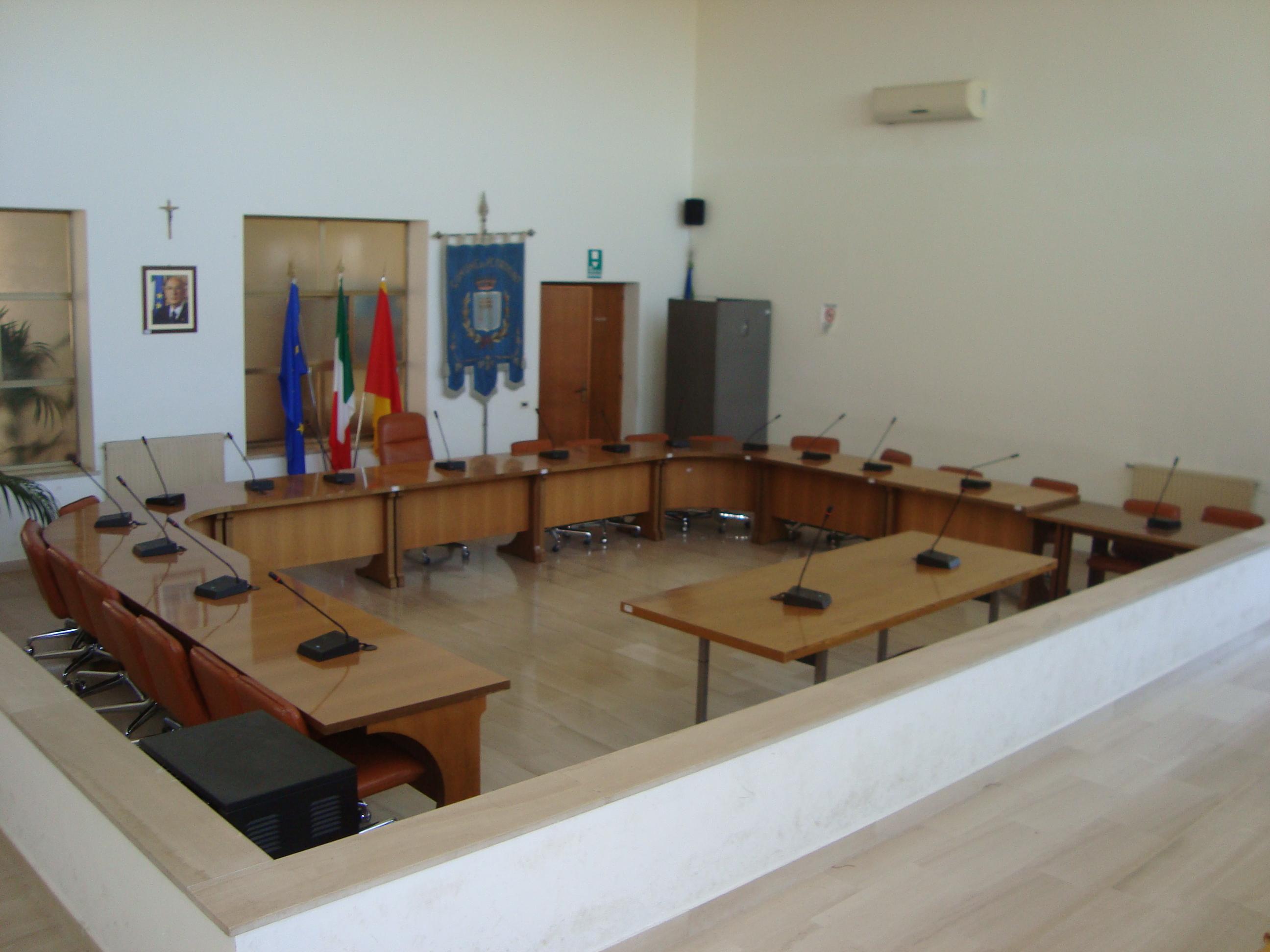 """Baruffa """"pasquale"""" nella politica petrosilena tra Pd e sindaco. Katia Pipitone passa in maggioranza"""
