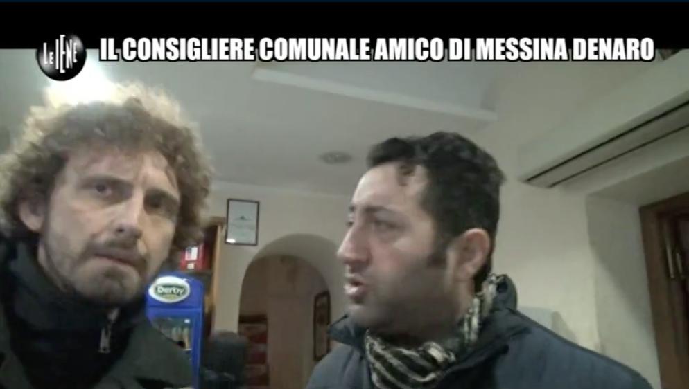 Castelvetrano: ieri in onda il servizio delle Iene. Giambalvo sfugge all'inviato Filippo Roma. Urla e tensioni in Consiglio