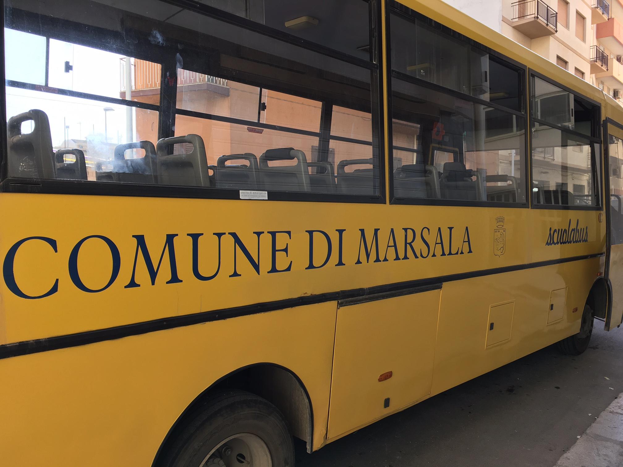 Marsala, Scuolabus senza assicurazione, la Municipale lo sequestra e multa il Comune