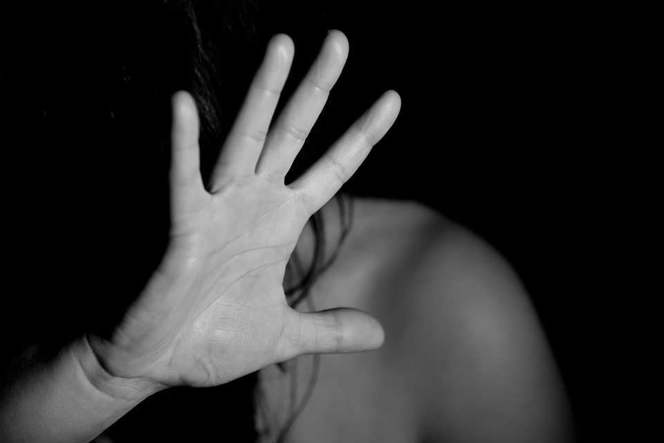 Alcamo: violenze e vessazioni contro le compagne, misure cautelari per due uomini