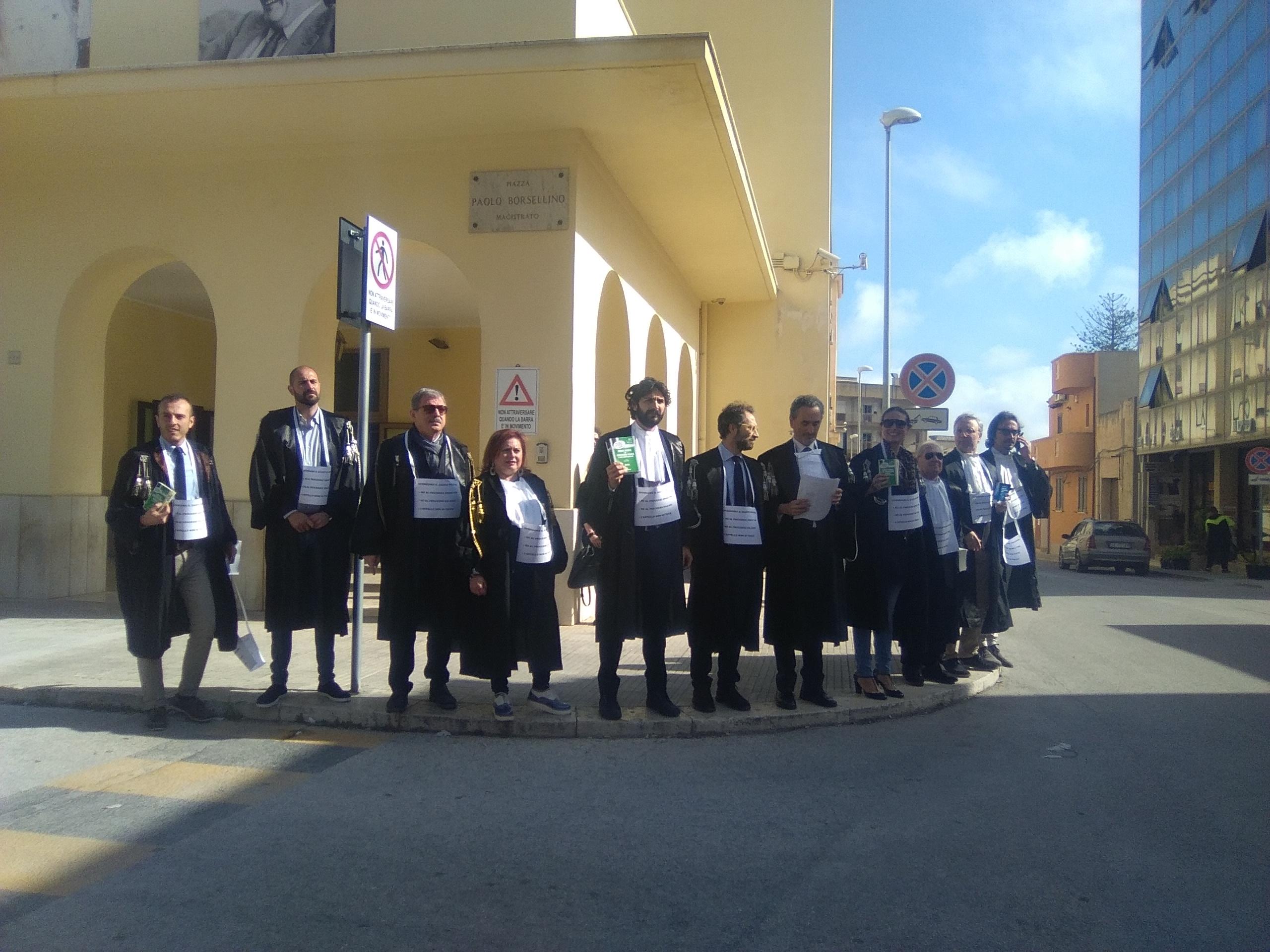 """I togati protestano davanti il Tribunale di Marsala: """"Qui contro la riforma della giustizia"""""""