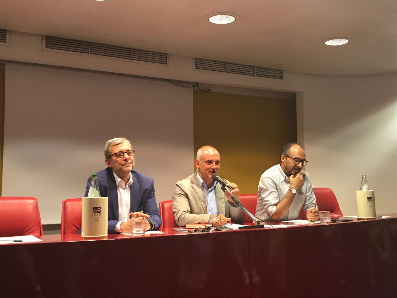 Savona sostenuto da Giachetti e Faraone crede nel superamento del quorum e apre alle altre forze politiche