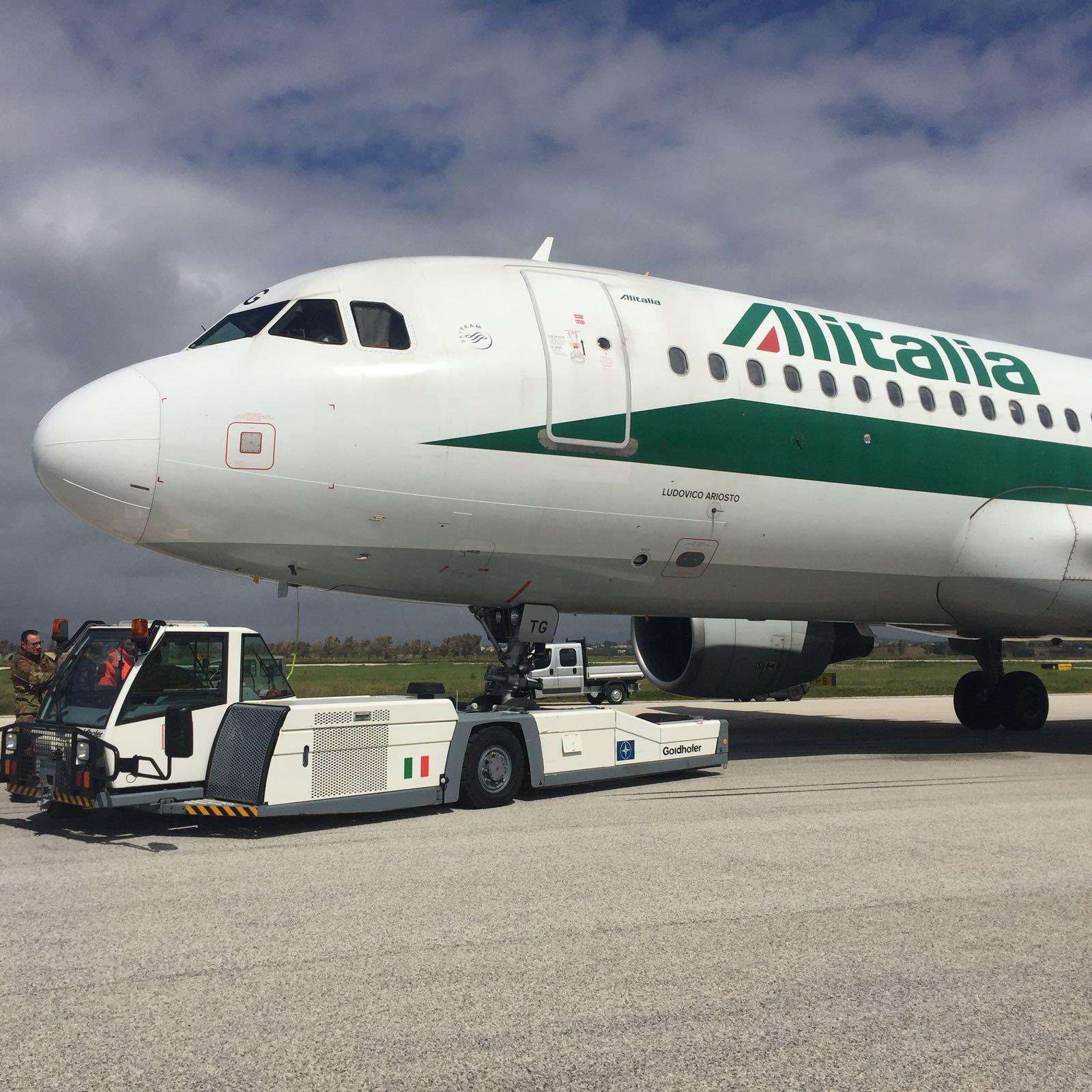 Problemi allo sterzo, aereo Alitalia atterra all'aeroporto militare di Birgi