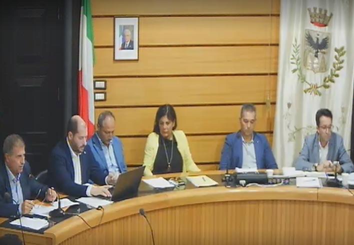 Il Consiglio comunale di Alcamo ha approvato tre debiti fuori bilancio