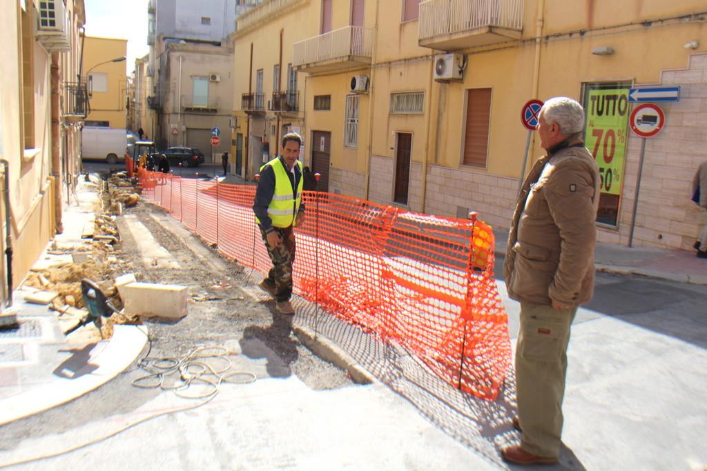 Nuovi marciapiedi in via del Fante e restyling al parcheggio vicino… per il nuovo Tribunale
