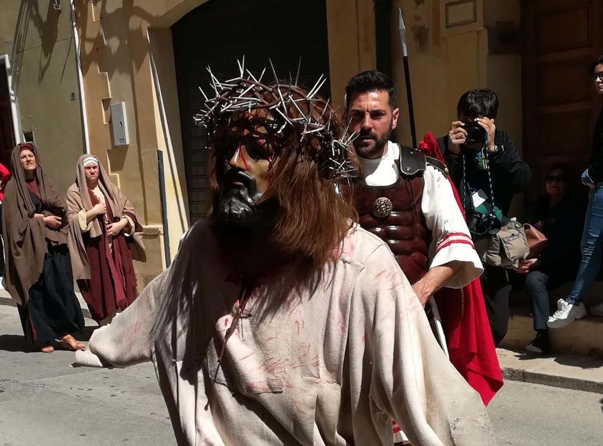 """La """"Processione dei Misteri Viventi"""" del Giovedì santo: una rappresentazione degna dei migliori teatri"""