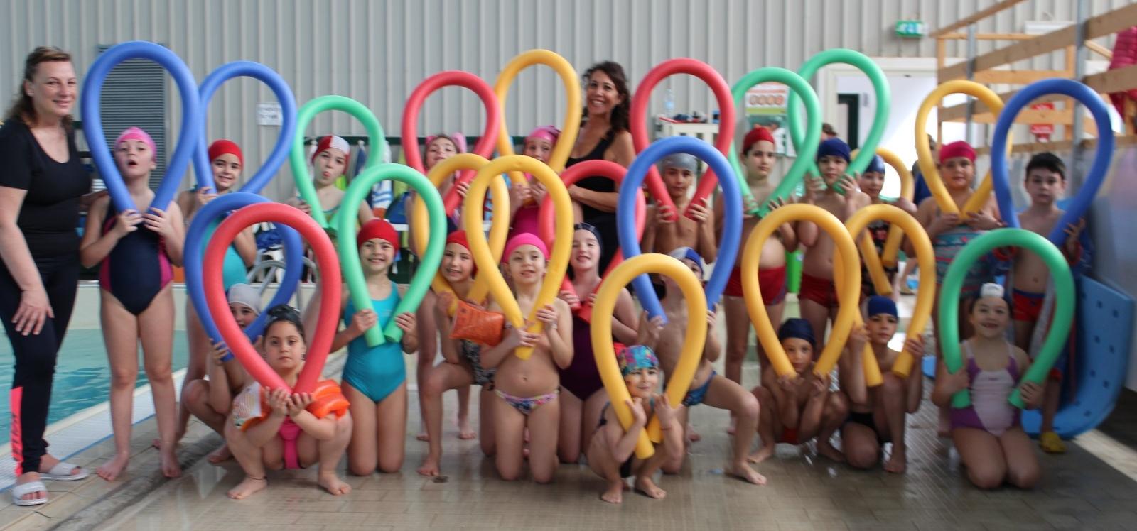 """Nuoto a scuola: gli alunni della """"Sturzo Asta"""" sulla cresta dell'onda"""