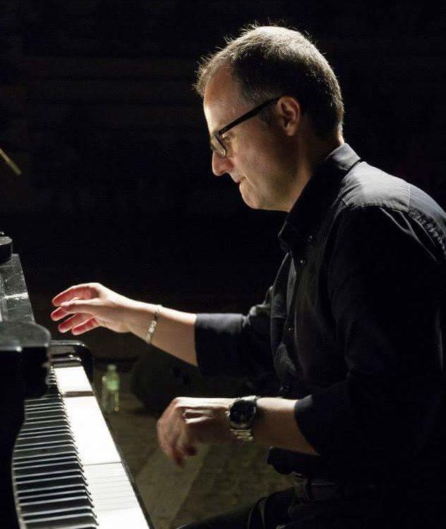 """Il pianoforte """"gentile"""" di Paolo Passalacqua, dall'amore per il jazz al nuovo inedito trio"""