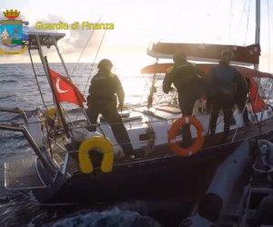 Lotta al narcotraffico: sequestrata una nave carica di droga al largo delle Egadi