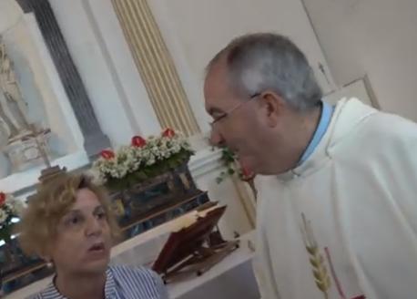 Associazioni e cittadini esprimono solidarietà a padre Fiorino dopo lo scontro con Fanny Montalto