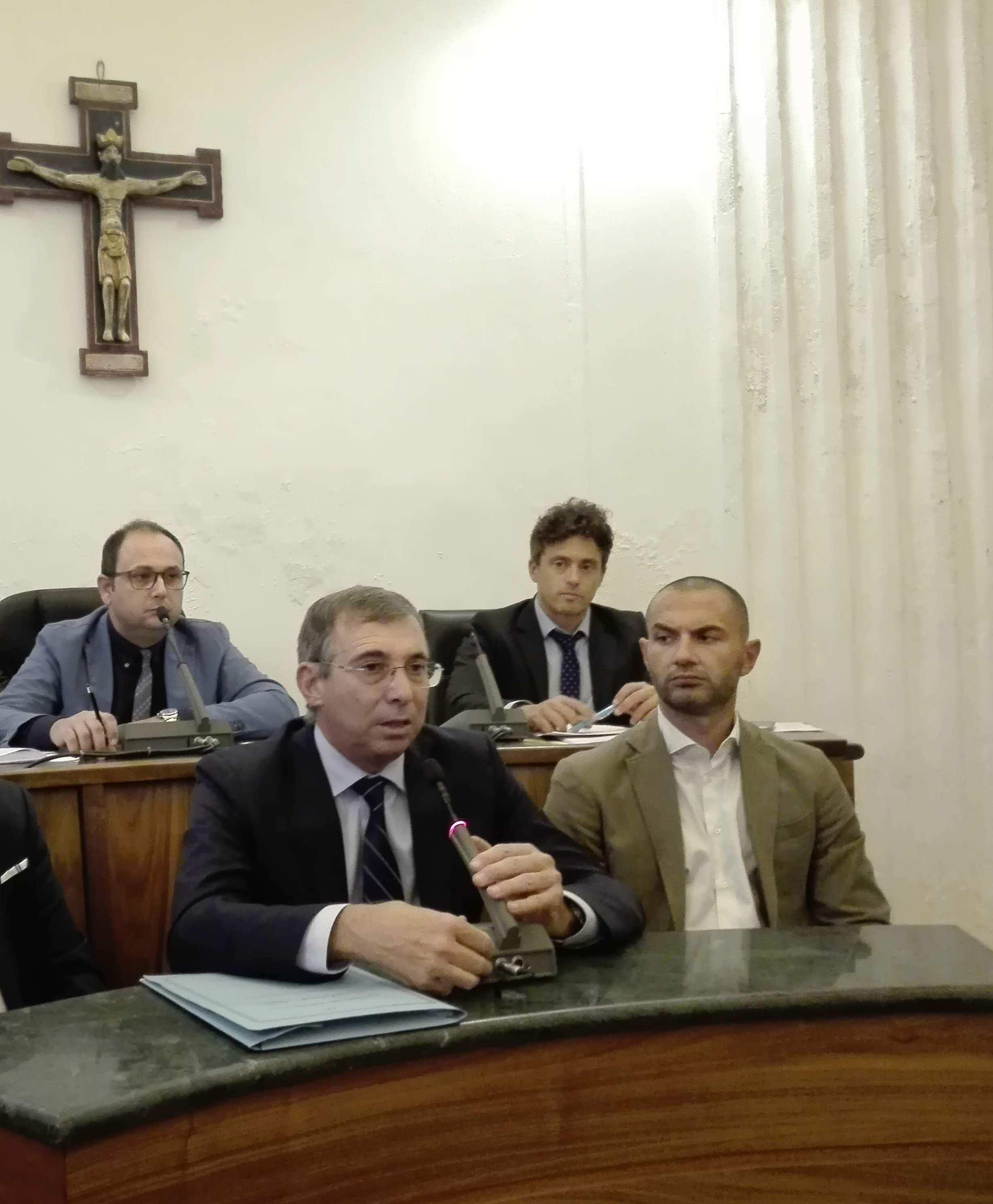 """Manca l'acqua a Castellammare, il sindaco: """"I carabinieri verifichino il lavoro dell'Eas"""""""