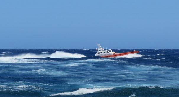 Pantelleria: la Capitaneria salva un pescatore tunisino con una mano tranciata