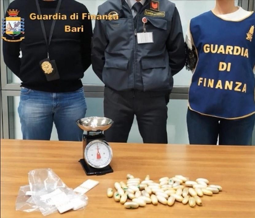 Allo scalo di Bari arrestato un corriere della droga: ha ingerito ovuli di eroina. Risiedeva nel trapanese