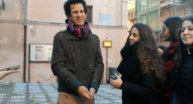 """Arazzi """"viventi"""" a San Gerolamo: uno """"slargo per i giovani"""" rende viva la città di Marsala"""