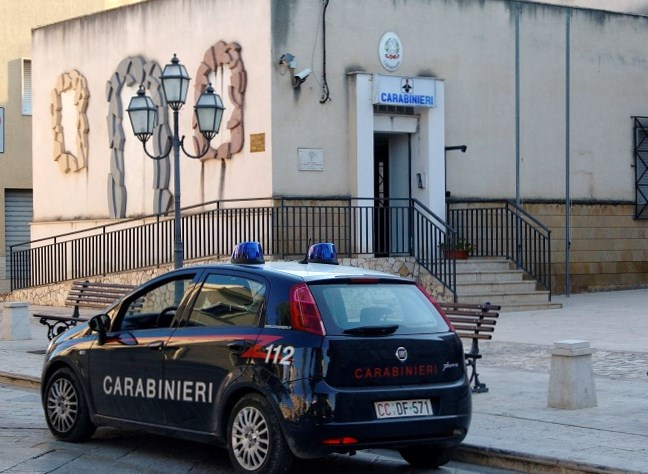 Si allacciavano abusivamente alla rete elettrica, i carabinieri deferiscono 8 soggetti