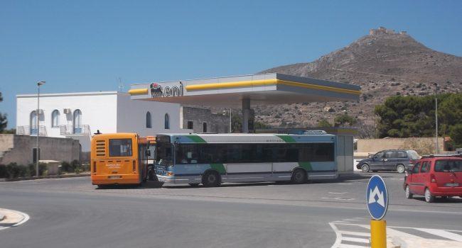 """Favignana, il monopolio dei carburanti e il """"caro"""" gas: intervista all'unico benzinaio dell'isola"""