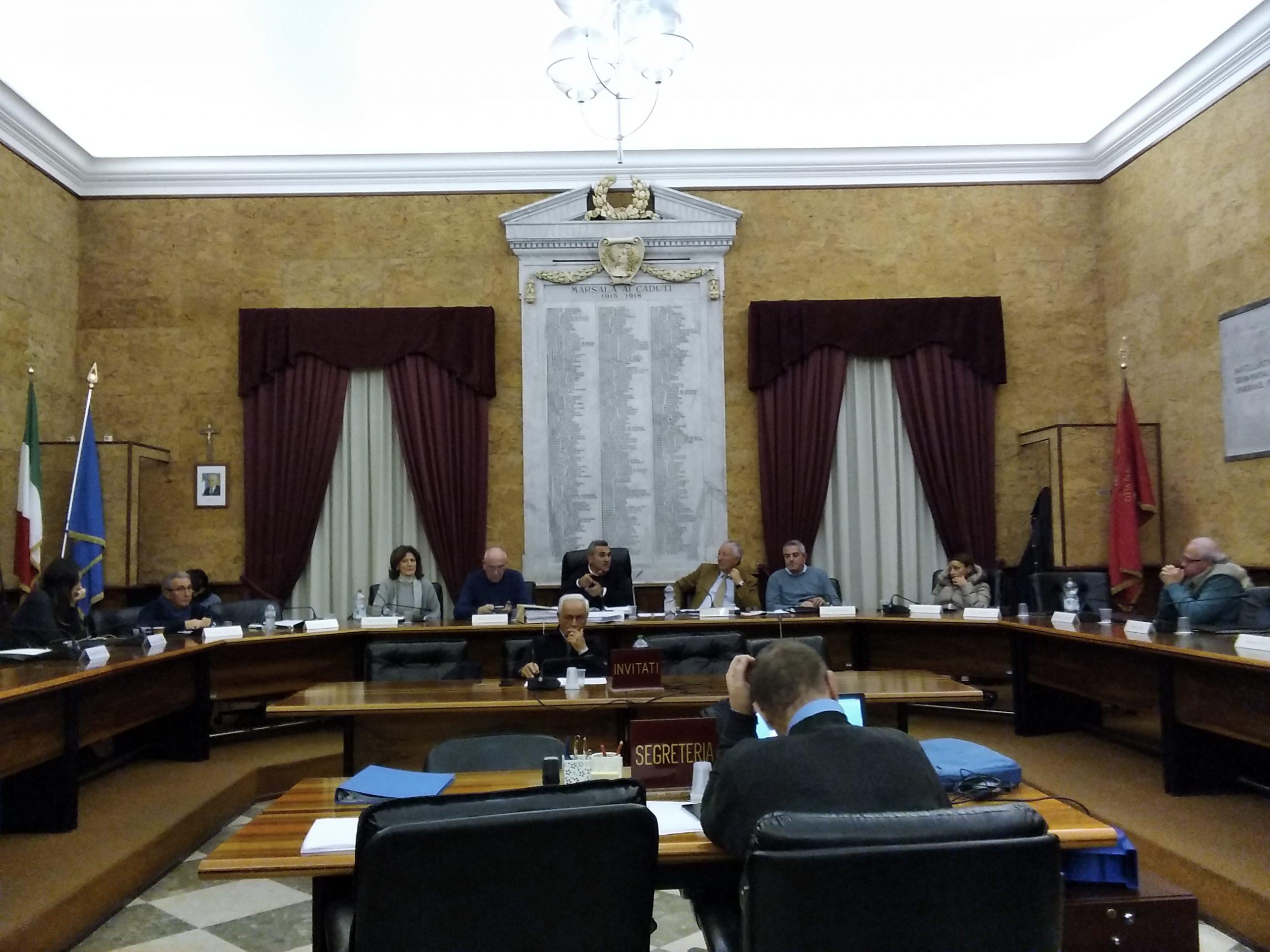 Prima seduta dell'anno del Consiglio comunale di Marsala: infuria la polemica su una stradella illuminata in contrada Cardilla