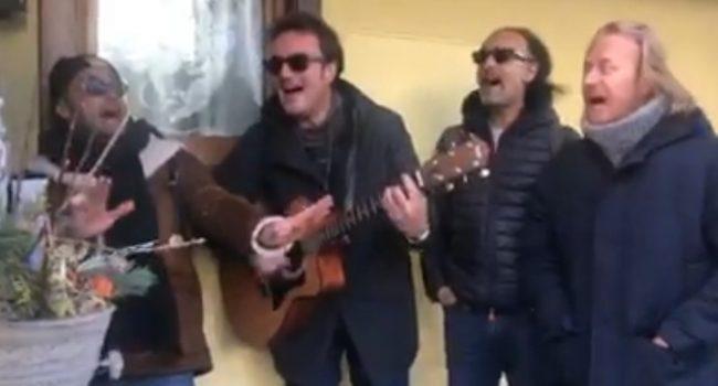 Impazza in rete la parodia su Salvini al citofono – il video