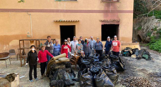Il Gruppo Scout Agesci Marsala 2 a lavoro per bonificare Villa Gaia dopo l'incendio doloso