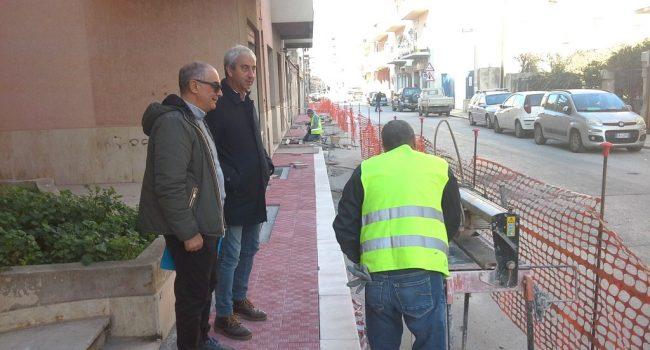 Marsala: continuano i lavori di sistemazione dei marciapiedi