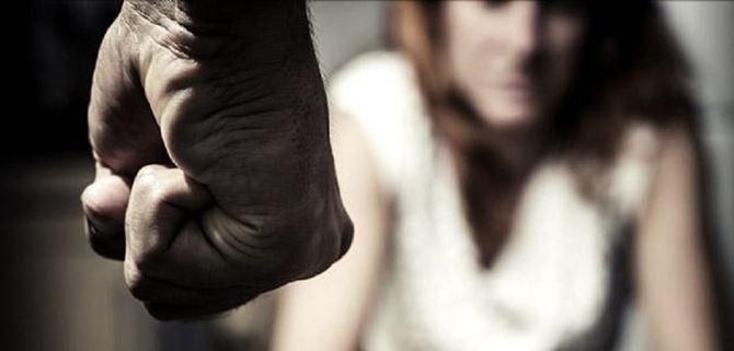 Castellammare: maltrattava la madre, arrestato un giovane