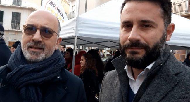 Marsala, i Cinquestelle in piazza sul taglio dei vitalizi: i portavoce spiegano la manovra (VIDEO)