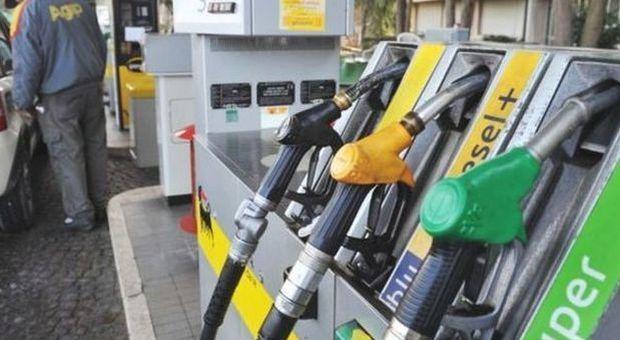 """I benzinai fermano lo sciopero: """"Vogliamo garanzie, non abbiamo più liquidità"""""""