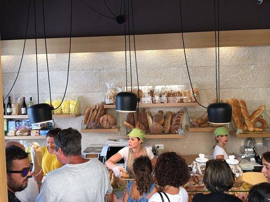 Marsala: «regaliamo il pane  invenduto». I panettieri Mannone solidali con i bisognosi della città