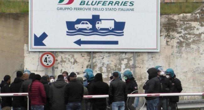 """Anche due famiglie trapanesi bloccate a Reggio Calabria. Il sindaco di Messina: """"Respingiamoli"""""""