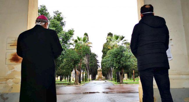 Covid-19. Diocesi di Mazara: niente funerali fino al 30 aprile. Mogavero e Quinci in preghiera al cimitero
