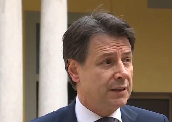 """Conte difende il Decreto sulla fase 2: """"Non ci sono le condizioni per un ritorno immediato alla normalità"""" – IL VIDEO"""