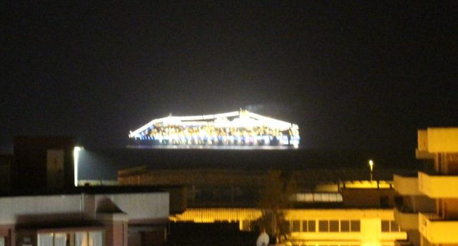Lo spettacolo notturno della Costa Deliziosa a Marsala e il rimpianto per un Porto che non c'è