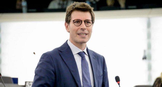 M5S: sospeso l'eurodeputato Corrao dopo il no al MES