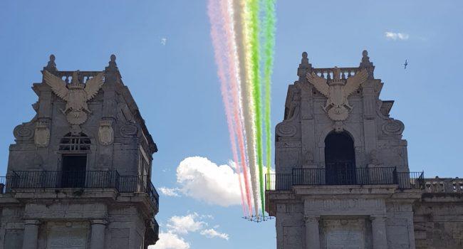 Lo spettacolare volo su Palermo delle Frecce Tricolore (VIDEO)