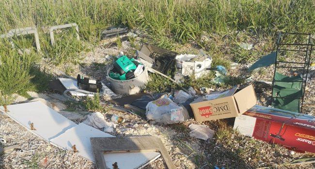 Marsala: degrado e rifiuti al Parco della Salinella