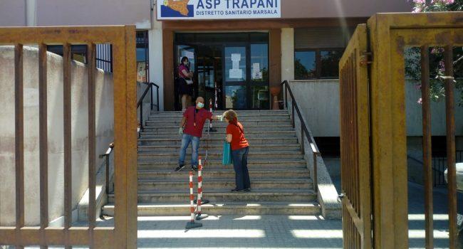 Riprendono i servizi all'ex Inam di Marsala, primo assembramento poi superato