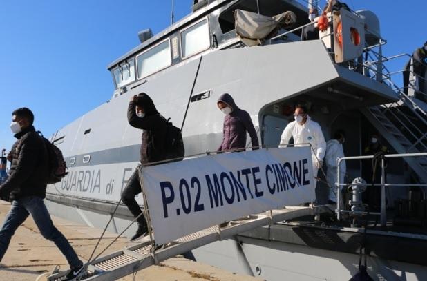Tre barche tra Mazara e Marsala intercettate dalla Finanza, 27 migranti in sicurezza