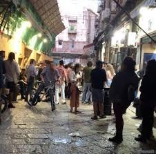 Palermo, La Vucciria: centinaia di giovani senza mascherina