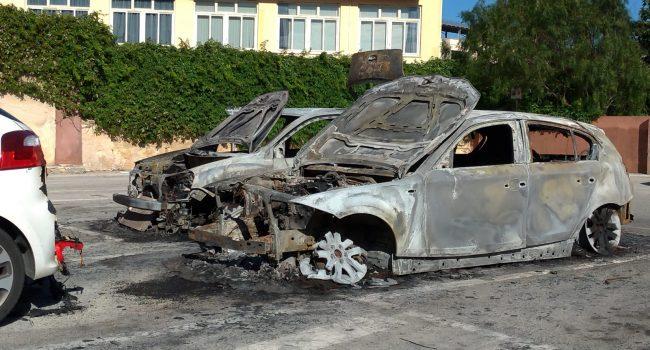 Tre auto a fuoco sul lungomare di Marsala