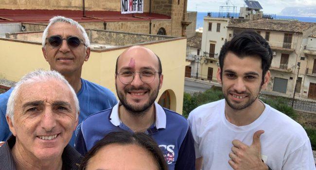 """Striscione """"No mafia"""" degli scout di Castellammare"""