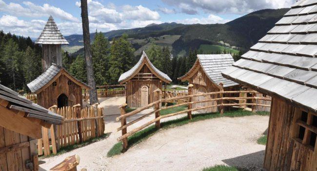 In Val Pusteria il villaggio degli gnomi