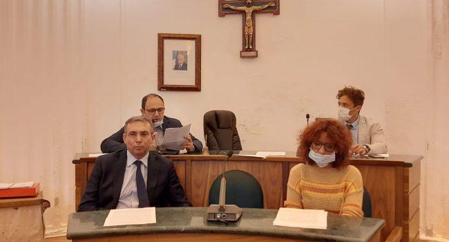 Castellammare, Consiglio aperto su operazione antimafia. L'aula rinnova la fiducia a Rizzo
